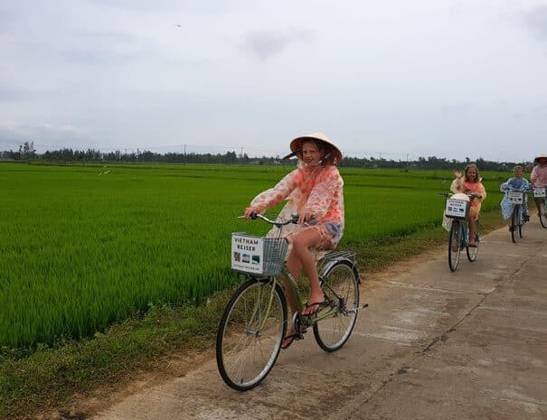 Familie-cykeltur-i-vietnam