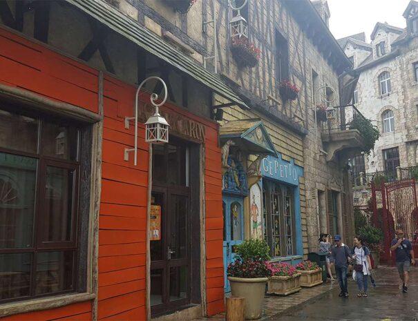ba-na-hills-golden-bridge-sun-world-gade-butikker