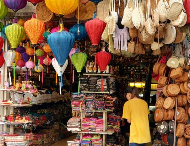 Hanoi, en lokal souvenir butik.