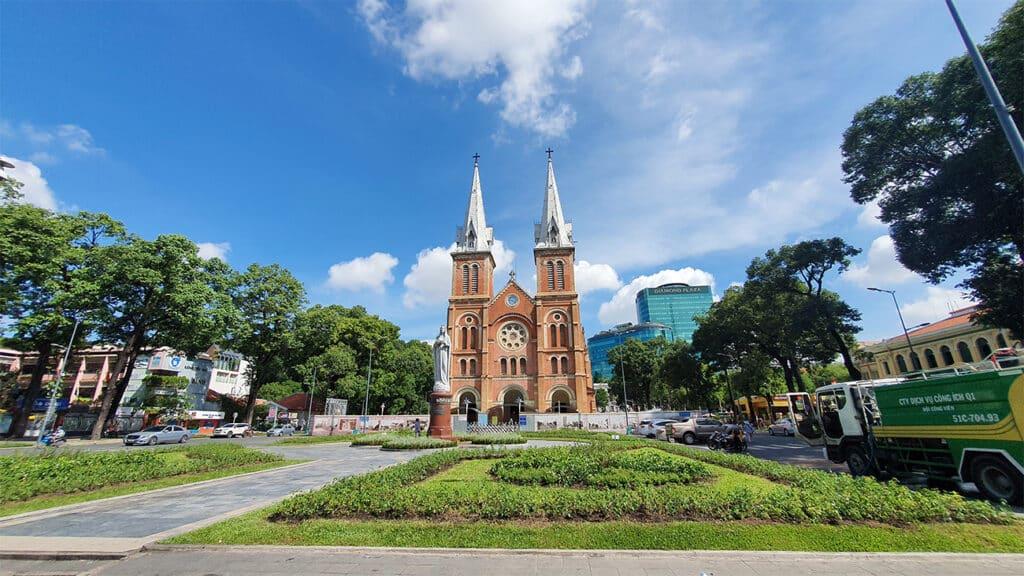 Ho Chi Minh City byrundtur - Det gamle Notre-Dame katedral i HCMC centrum