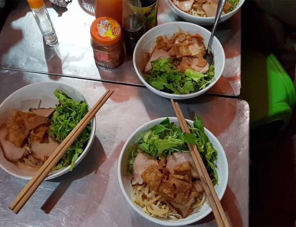 hoi-an-food-tour-cao-lau