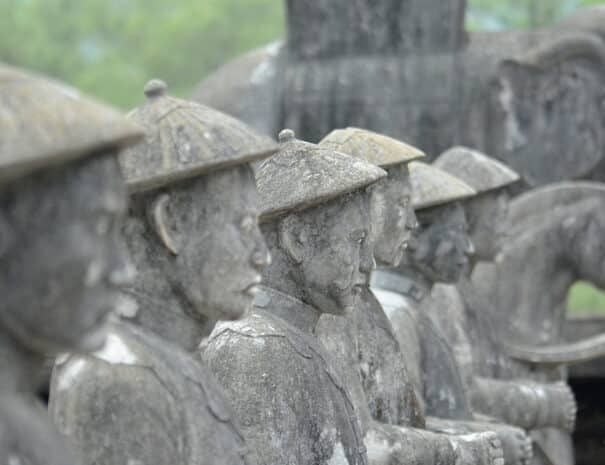 hue-city-tur-statue-2