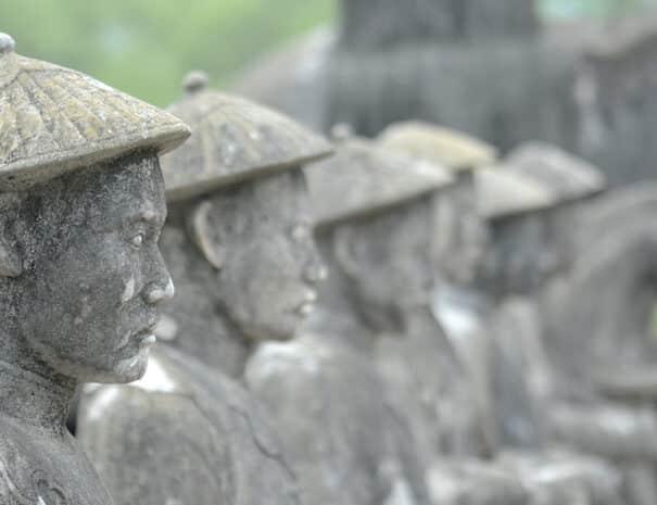 hue-city-tur-statue