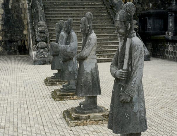 hue-city-tur-tempel-statue-3