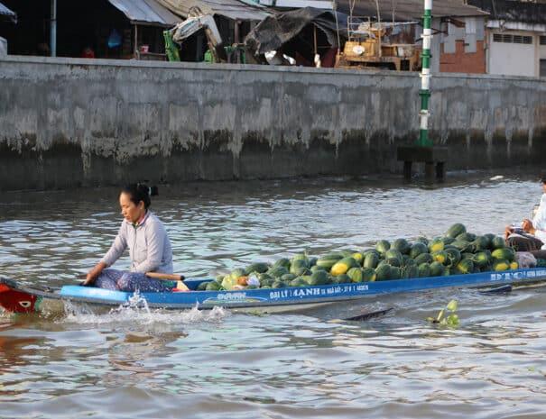 mekong-delta-baad-vandmeloner-salg