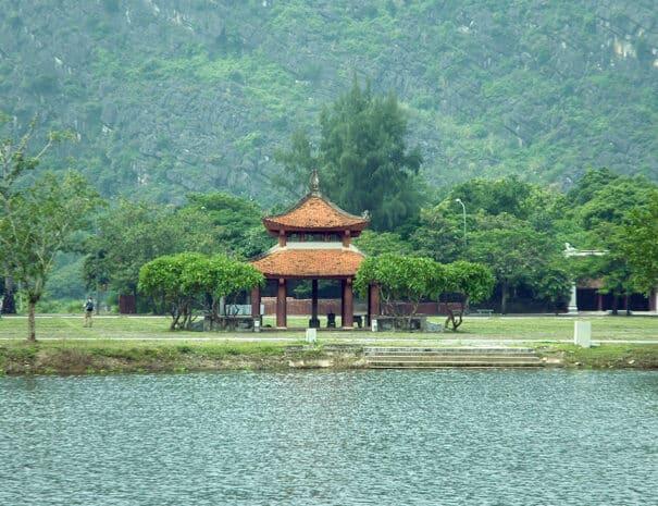 ninh-binh-tempel-flod