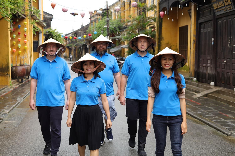 Danske og Vietnamesiske medarbejdere hos Vietnam Rejser i Hoi An.
